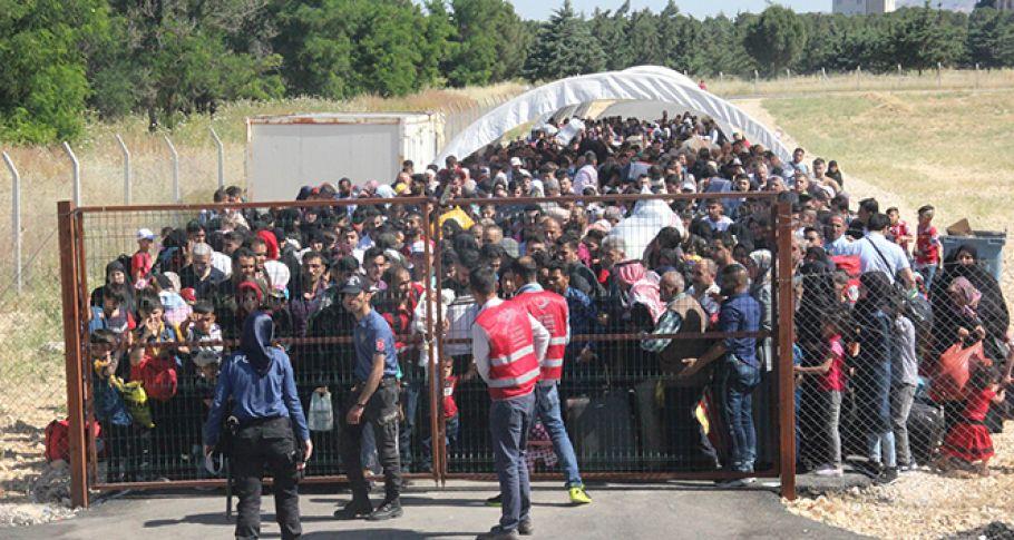 Sınır kapısında Suriyeli izdihamı