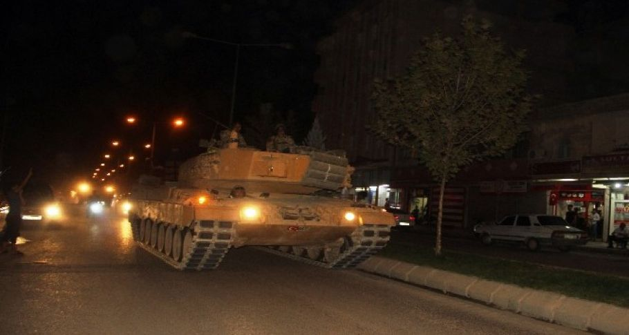 Sınıra tank ve zırhlı araç sevkiyatı