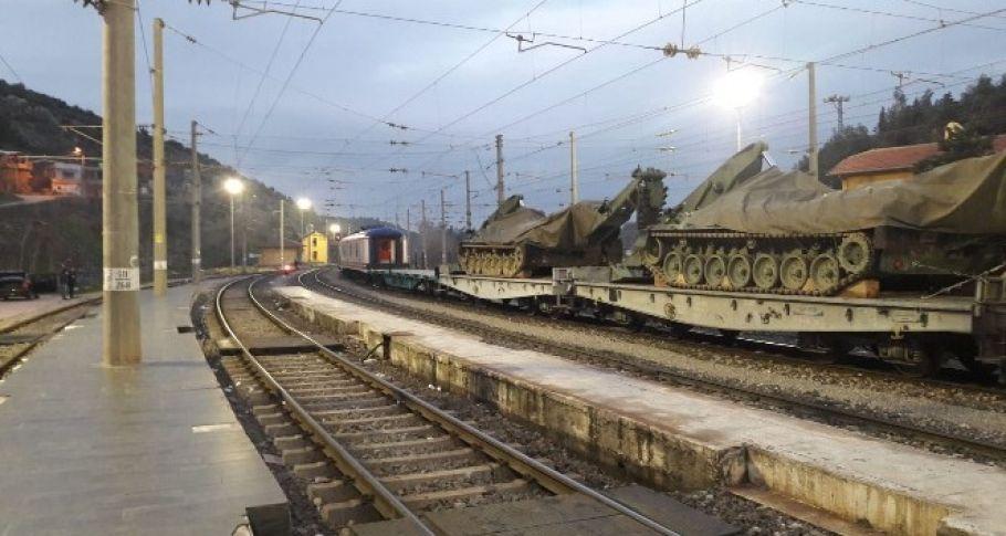 Sınıra Trenle Zırhlı Araç Sevkiyatı Sürüyor