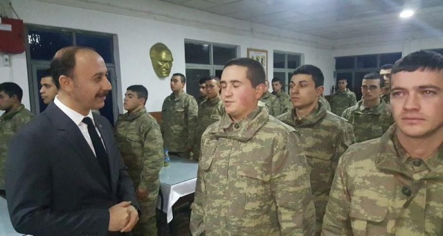 Sınırdaki Askerlerle Girdiler Yeni Yıla