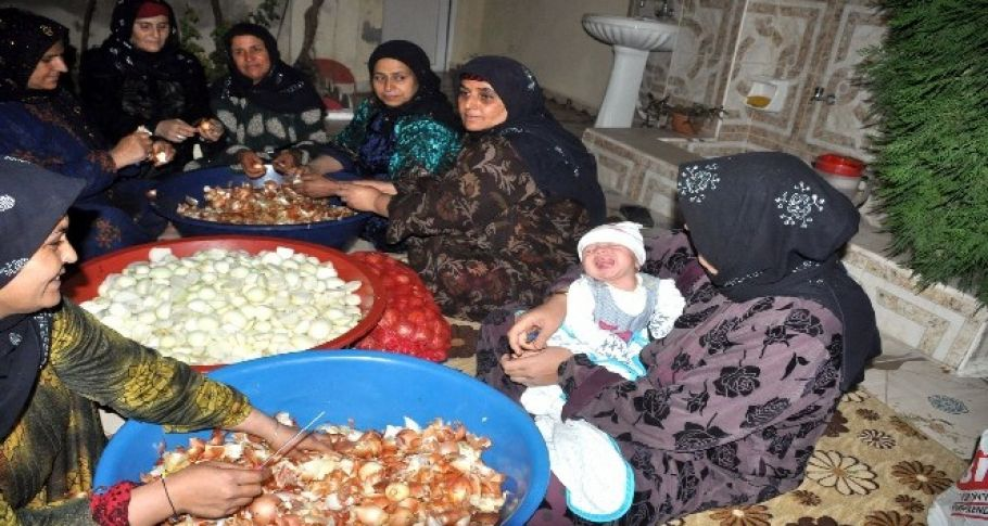 Sınırın anneleri Mehmetçik için gece boyu lahmacun hazırladı