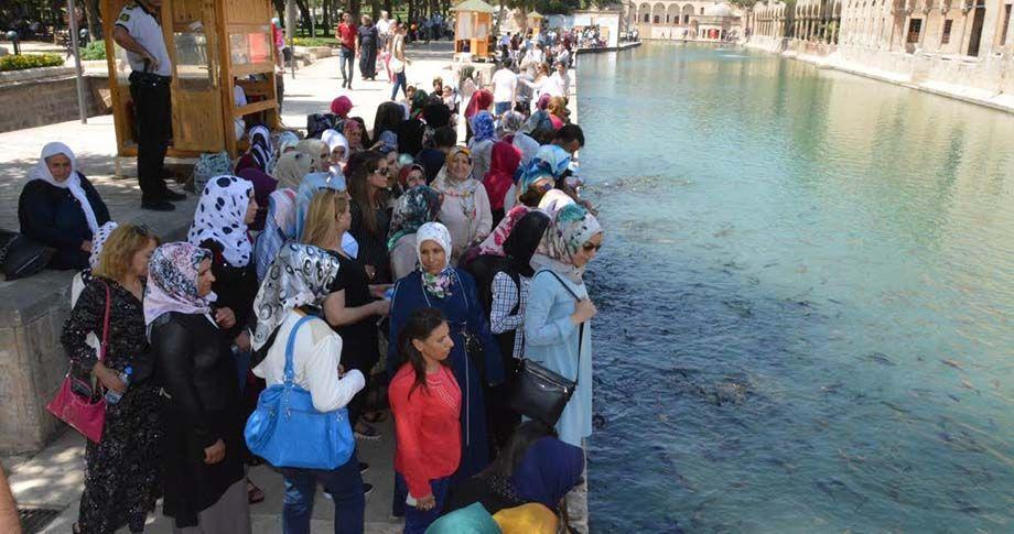 Siverek Belediyesi'nden kadınlara Şanlıurfa gezisi