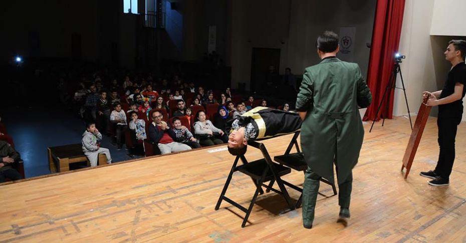 Siverek Belediyesi'nden öğrencilere sirk etkinliği