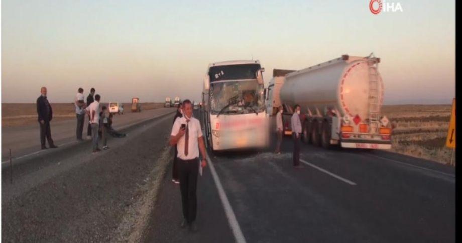 Siverek' de yolcu otobüsü tırla çarpıştı
