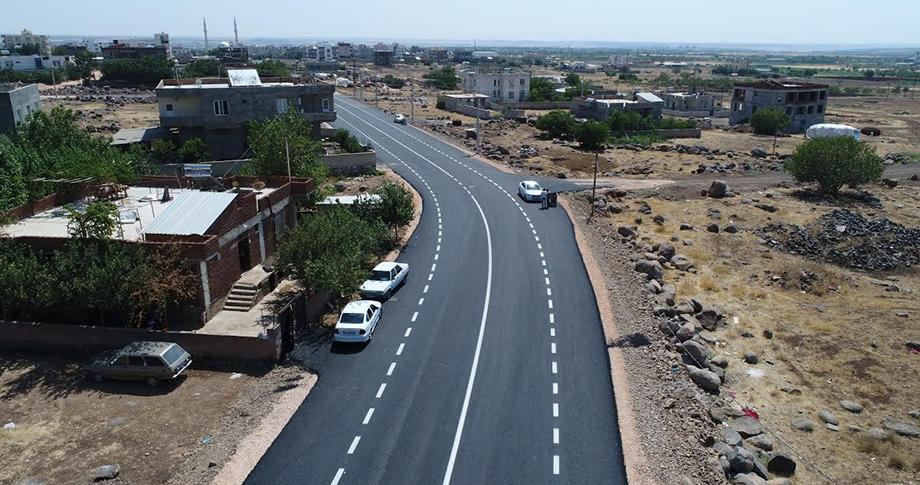 Siverek'te 3 mahallede yol çalışmaları sürüyor