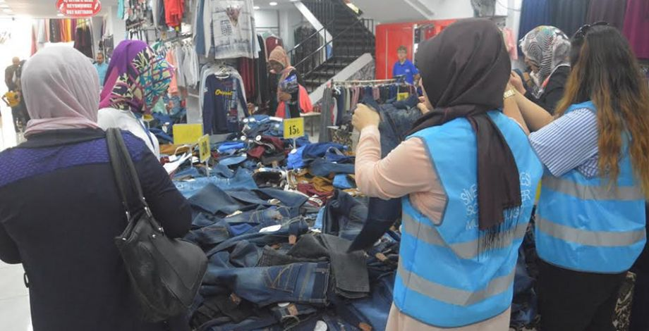 Siverek'te ihtiyaç sahibi ailelere giyim yardımı
