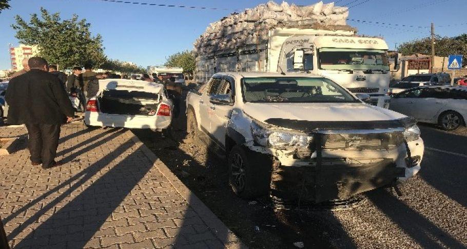Siverek'te iki araç kafa kafaya çarpıştı: 2 yaralı