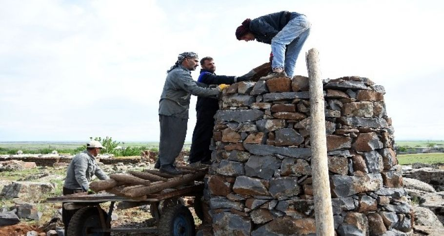 Siverek'te Leyleklerin sayısı artınca mahalleli yeni kuleler yapmaya başladı