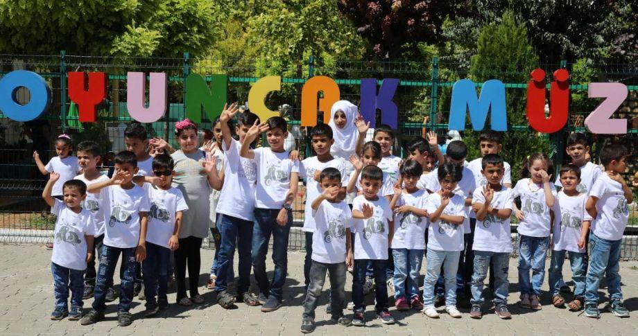 Suriyeli Yetim Çocuklar Oyuncak Muzesini Gezdiler