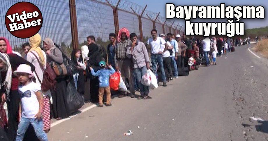 Suriyeliler sınır kapısına akın ettiler