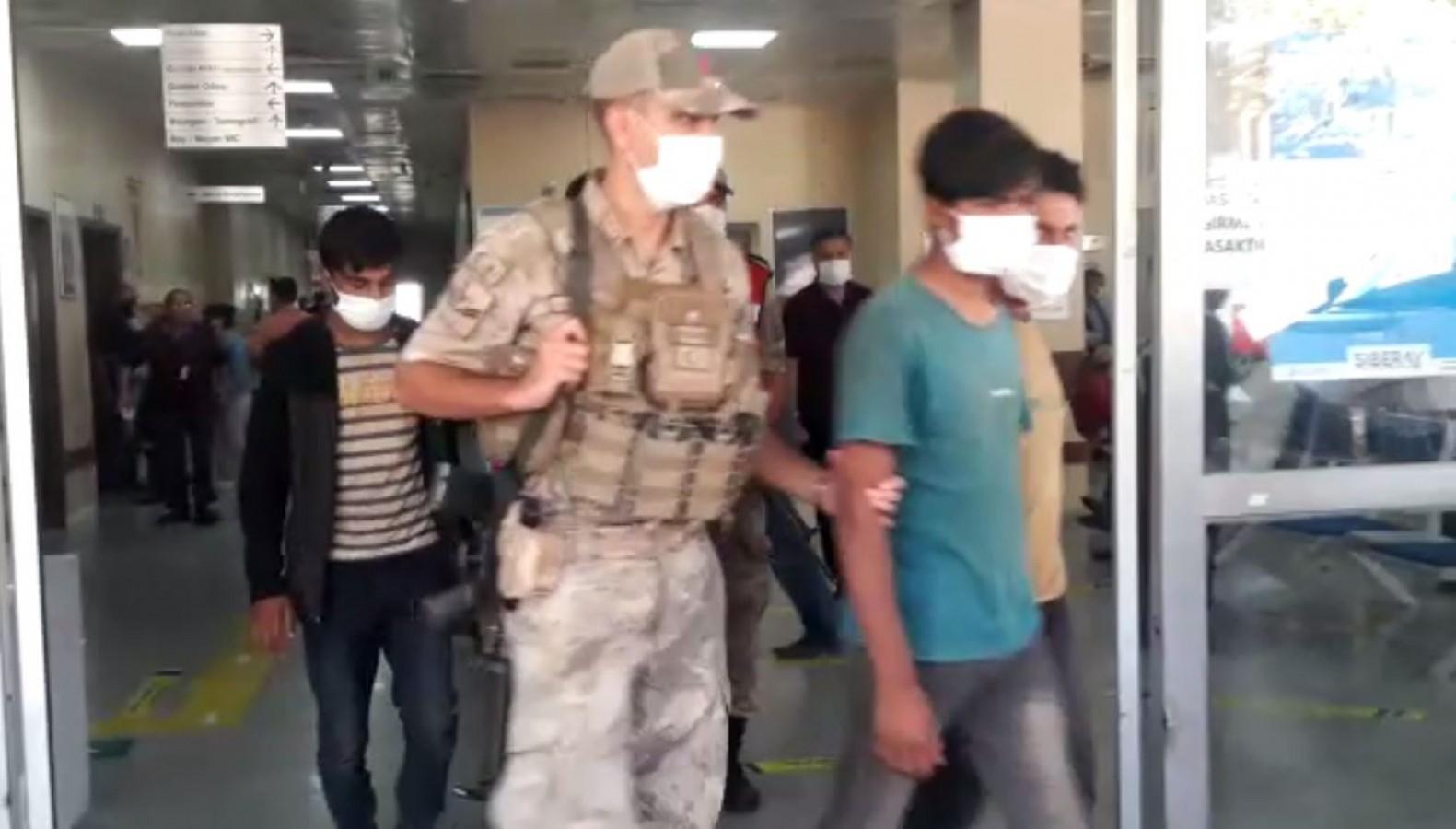 Taliban'dan kaçan 5 Afgan, Karaköprü'de yakalandı!