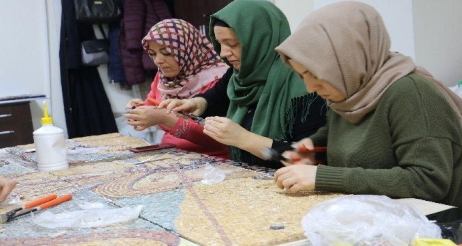 Taşların kraliçeleri mozaikleri yeniden şekillendiriyor