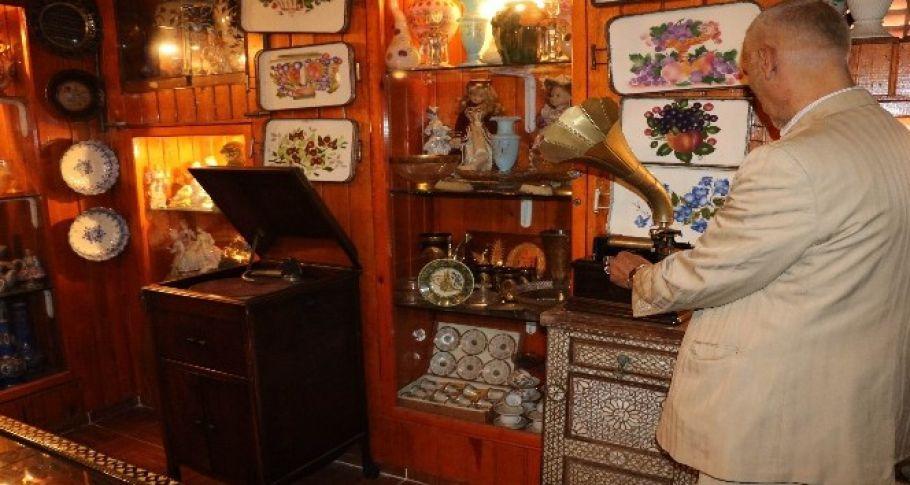 Teknolojiye yenik düşen gramofonlar sesiyle antikacılara hayat veriyor
