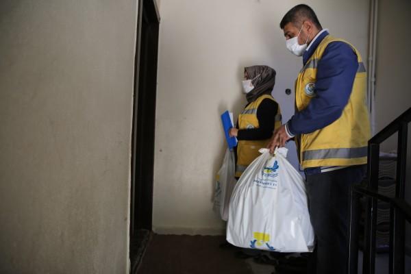 Haliliye'de ihtiyaç sahibi ailelere destek sürüyor