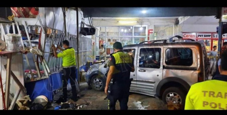 Şanlıurfa'da araç bakkal dükkanına girdi! 7 yaralı-EK