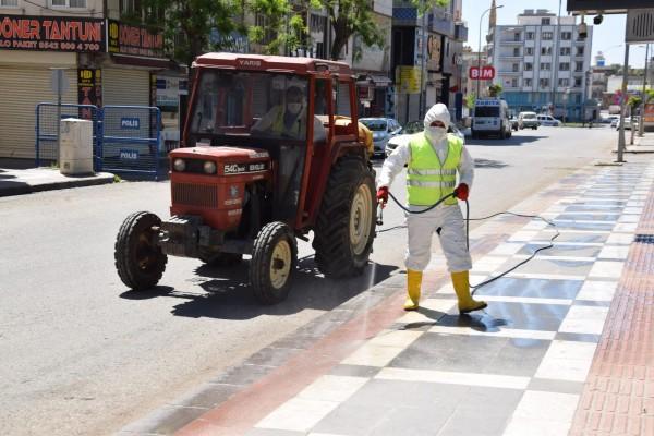 Viranşehir'de caddeler ilaçlandı