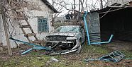 Otomobil Bahçeye Uçtu:5 Yaralı