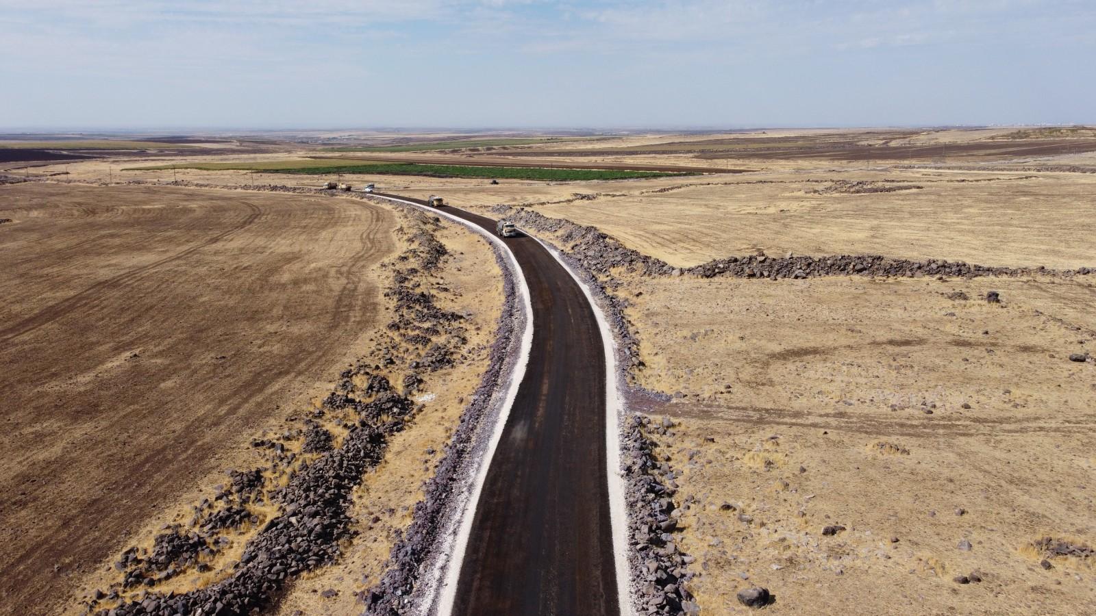 Siverek kırsalında sathi asfalt çalışması...