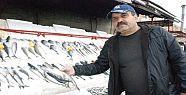 Soğuk ve yağışlı hava balık satışlarını...