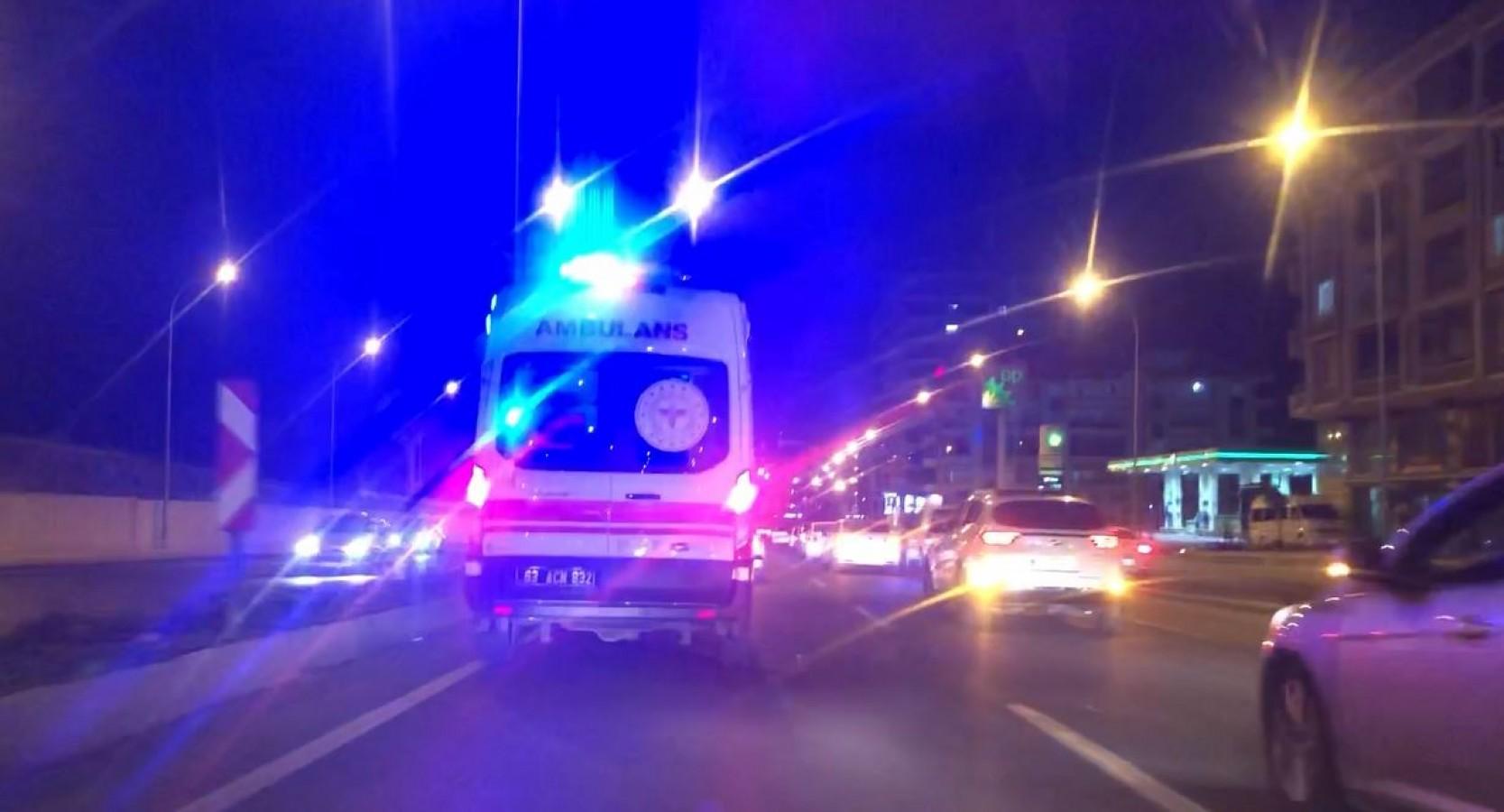 Urfa'da düğün konvoyu ambulansa geçit...