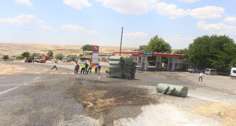 Tırdan düşen trafo, kara yolunu savaş alanına çevirdi: 2 yaralı