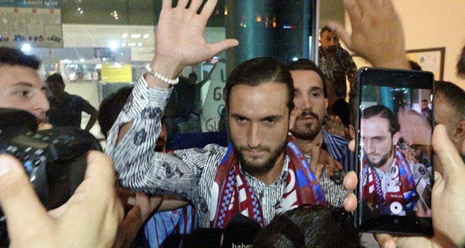 Trabzonspor'lu Yusuf Yazıcı, Fransa'ya Coşkuyla Uğurlandı