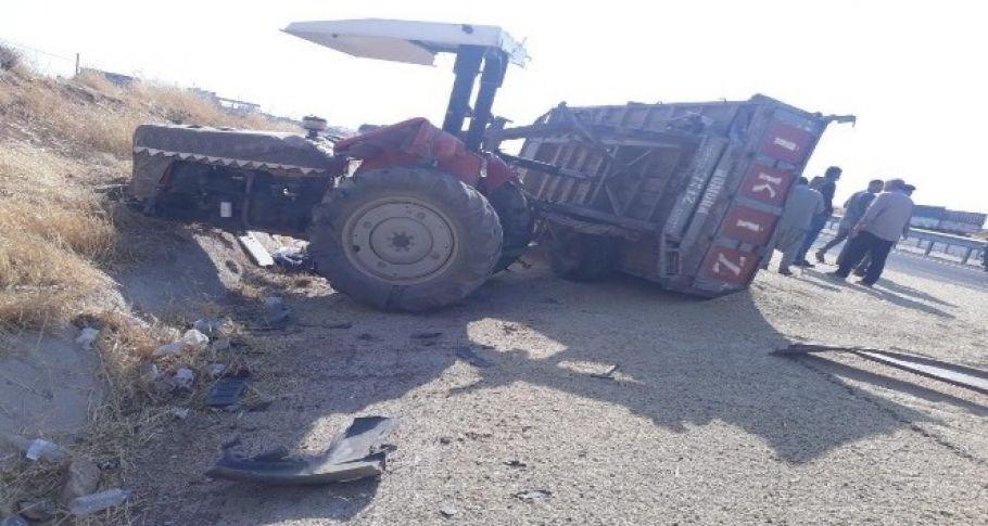 Traktör ile minibüs çarpıştı: 2 yaralı