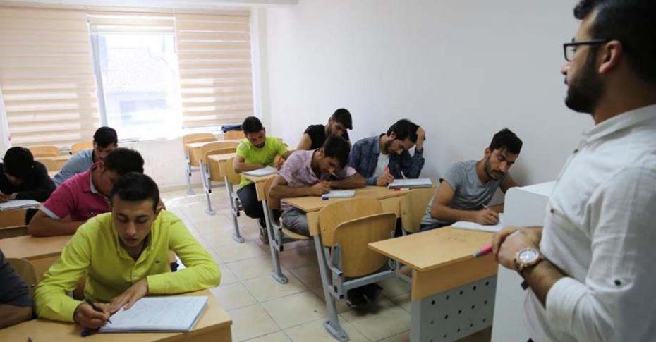 Üniversiteye hazırlanan mezunlara hazırlık kursu