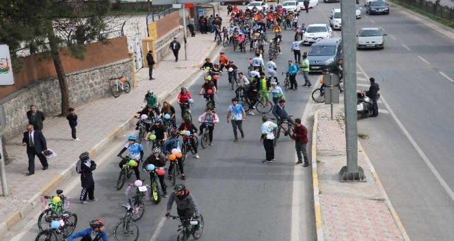 (URBİT) Kadınların bisiklet konvoyunda gergin anlar
