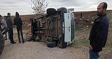 Devrilen aracın şöforü yaralandı