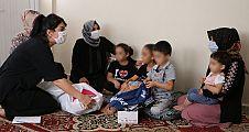 Eşinden şiddet gören anne ile çocuklarına yardım