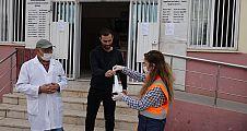 Şanlıurfa Valiliği, Maske Dağıtarak Vatandaşlara Uyarılarda Bulunuyor