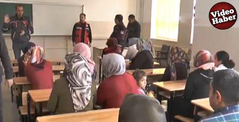 Vatandaşlar, Haliliye Halk Eğitim Merkezinde hem iş hem de meslek sahibi oluyor