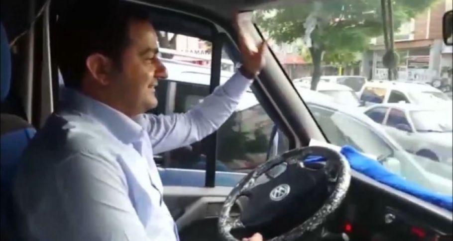 Vekil Adayı seçim aracının şoförü rahatsızlanınca direksiyona kendisi geçti