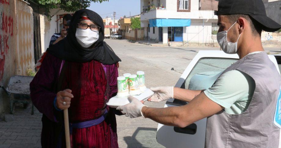 (videolu) Akçakale'de Bin Aileye Sıcak İftar Yemeği