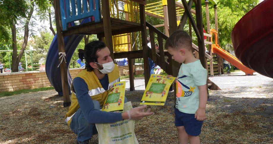 (videolu) Haliliye'den Çocuklara Boyama Kitabı Sürprizi