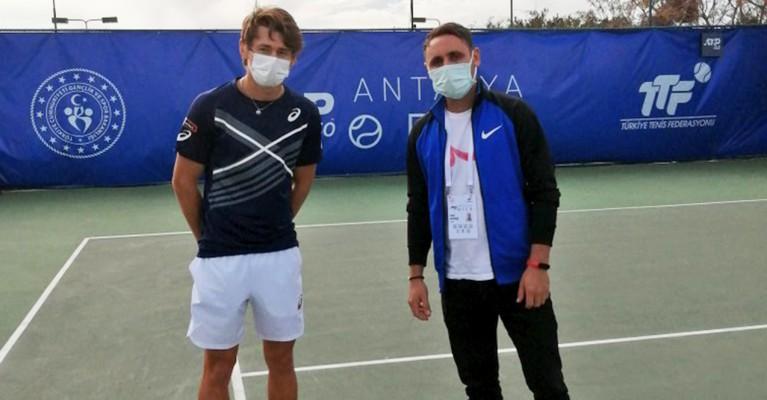 Viranşehirlileri tenisle tanıştıran öğretmen Antalya'ya gitti