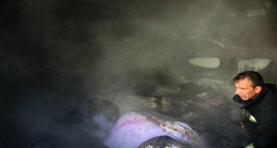 Yangında çeyiz eşyası kül oldu