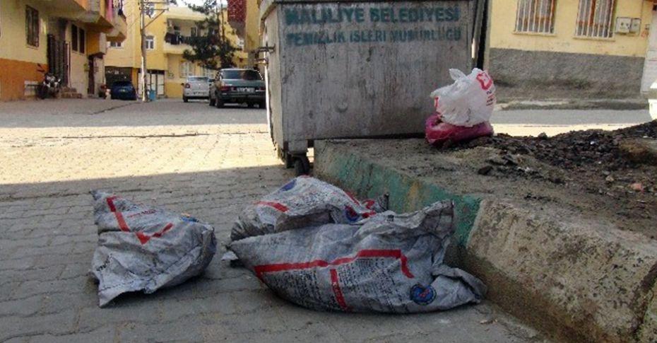 Yardım amaçlı verilen kömürler çöpe atıldı