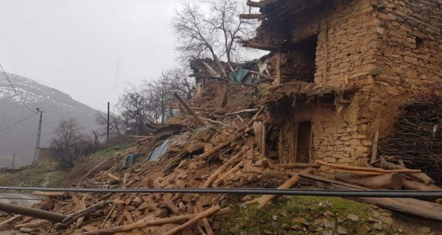 Yoğun yağış bir evde göçüğe neden oldu