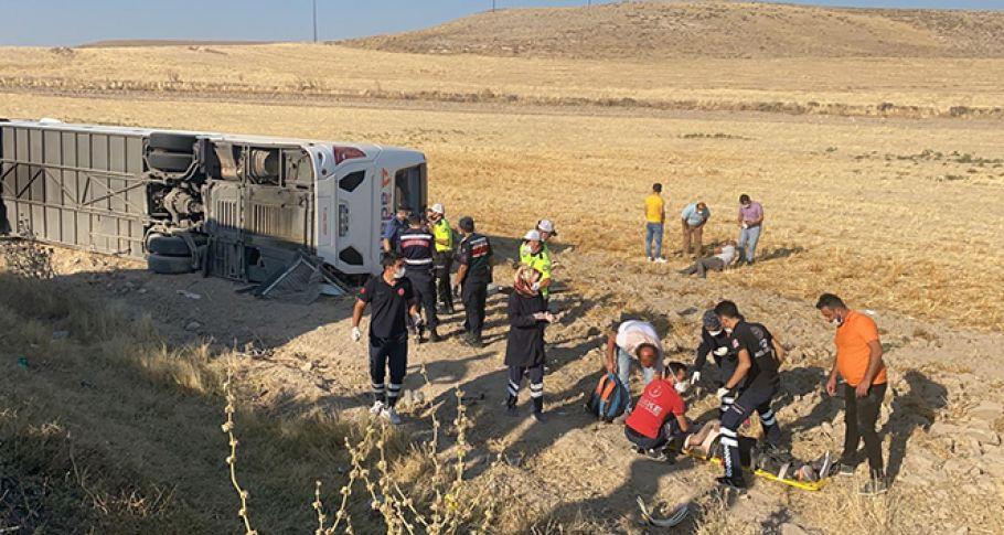 Yolcu otobüsü şarampole devrildi, 32 yaralı!