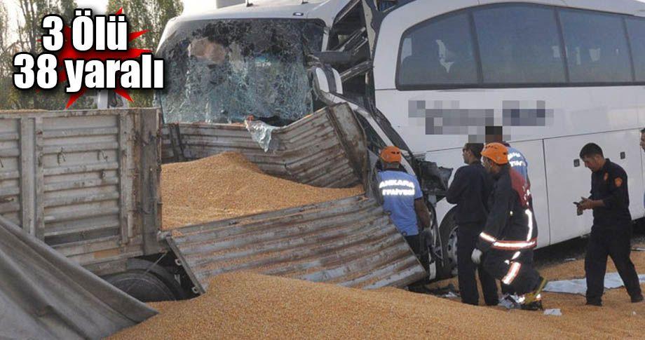 Yolcu otobüsü tıra çarptı