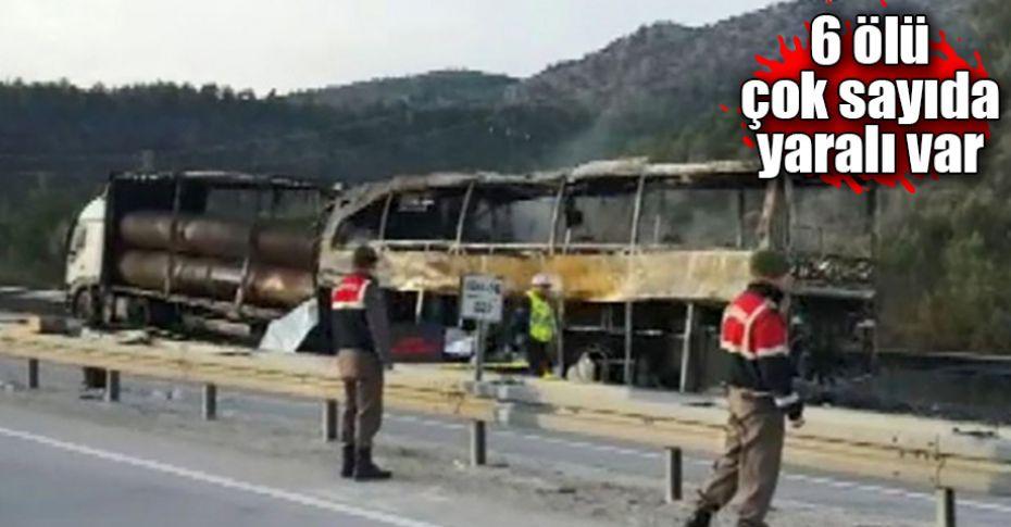Yolcu otobüsü tıra çarptı!