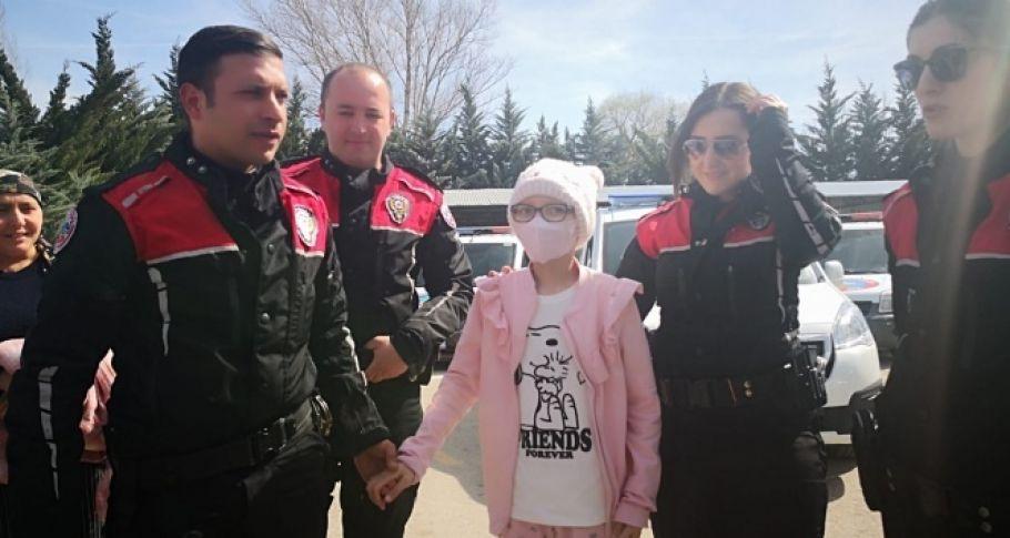 Yunus polislerinden kanser çocuğa duygulandıran hareket