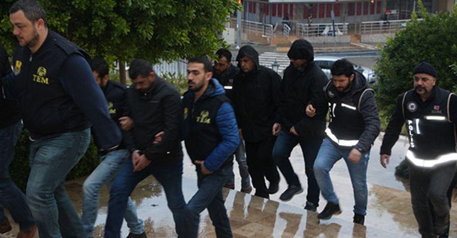 Yurt dışına kaçmaya çalışan 5 FETÖ'cü yakalandı