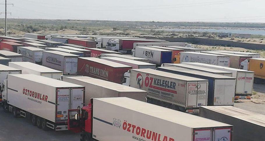 Yüze yakın Türk tır şoförü, 26 gündür Özbekistan'da mahsur