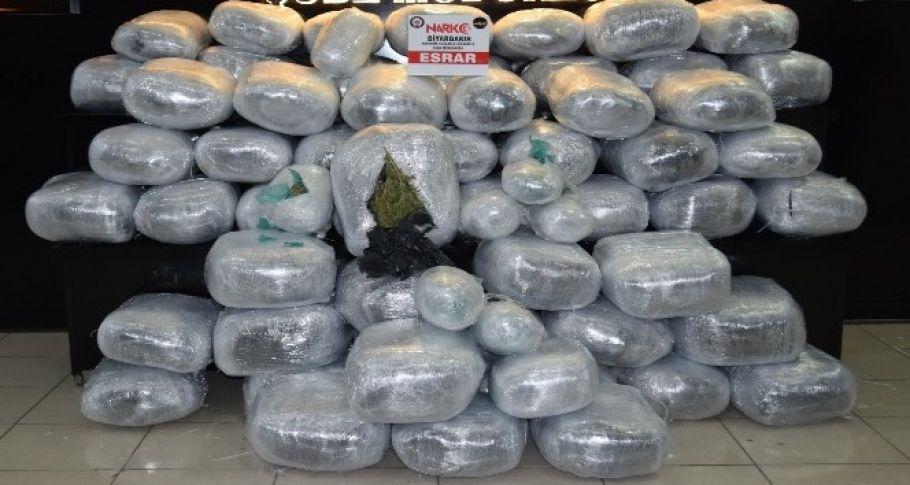 Yüzlerce kilo uyuşturucu ele geçirildi!