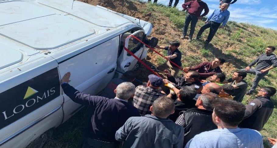 Zırhlı araç kazasında iki kişi yaralandı